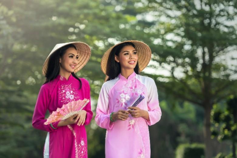 ベトナムの民族衣装・アオザイ