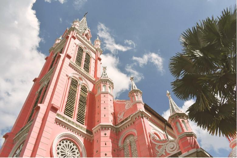 ピンクの可愛いタンディン教会