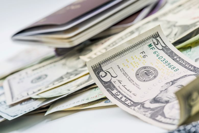 お金とパスポート