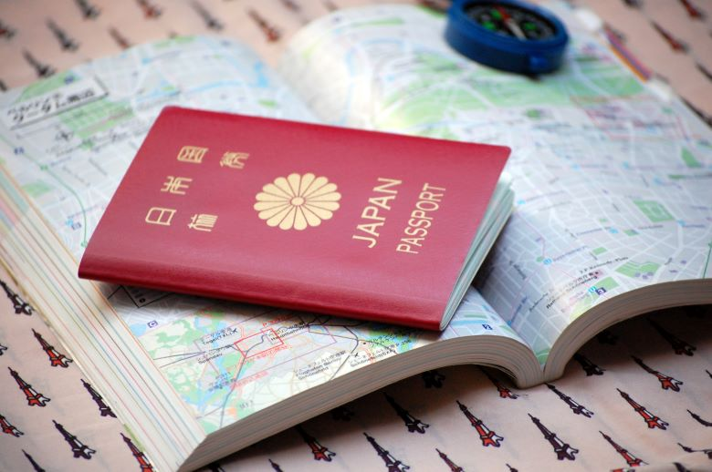 ガイドブックとパスポート