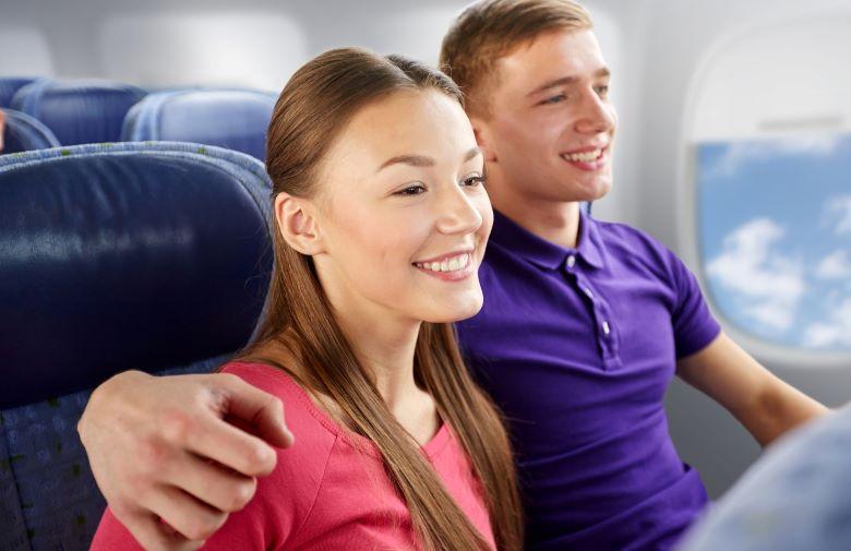 飛行機のカップル