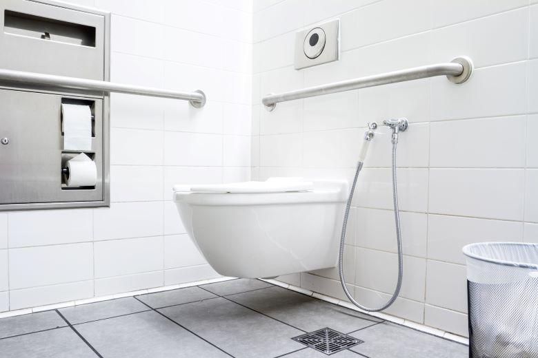 ハンドシャワー付きトイレ