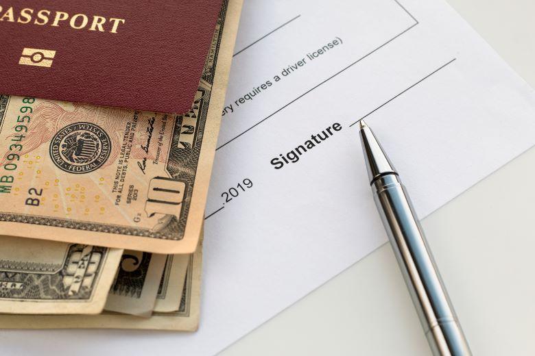 パスポートと署名