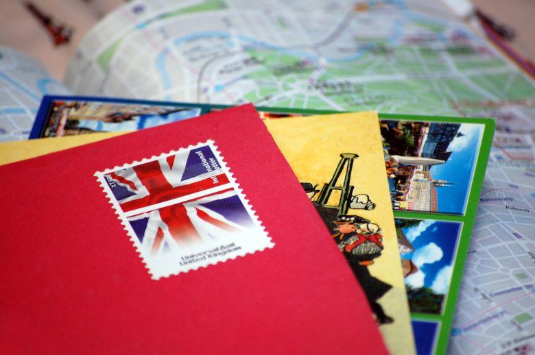 絵葉書と切手