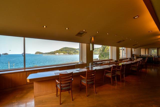 海を臨むレストラン「ダイニング玄」